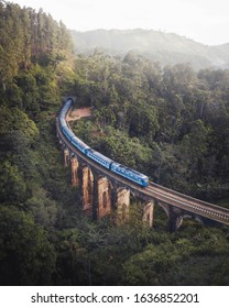 train crossing nine arch bridge in ella sri lanka