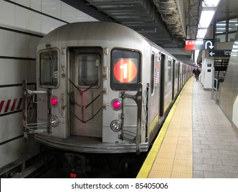 train in subway station, photo taken in South Ferry Station on Manhattan, New York