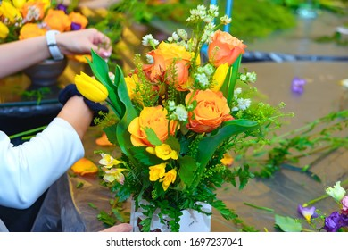 training new florists. lesson layout and assembly of floral arrangements. master class in floristry. Creating a chic bouquet in. Learning flowers, creating beautiful bouquets with your own hands.