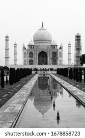 The traiytale Taj Mahal in black and white
