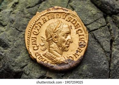 Trajan Decius. AD 249-251. AV Aureus.Ancient coin of the Roman Empire.Authentic  silver denarius, antoninianus,aureus of ancient Rome.Antikvariat. A treasure of Roman gold and silver coins.