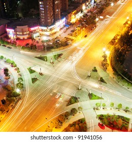 The trajectory of the road intersection at night
