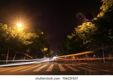 The trajectory of the vehicle headlights is on city nights