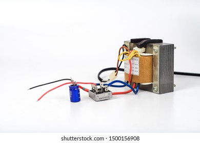 Tranfromer AC power to DC power with diode bridge and capacitor .