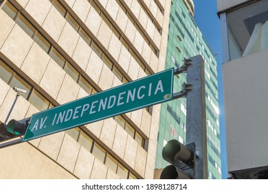 a transit sign in spanish that means independence