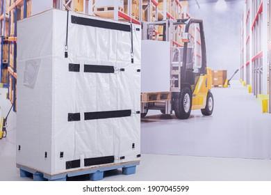 transport pallet with custom bottom