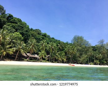 Trat, Thailand : Koh wai island is one of the hidden gems of Trat, a small paradise far away from massive tourism. Rocks on the sea.
