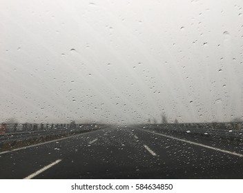 to travel in highway with rain and fog