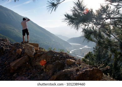 Travel photografer over the valley