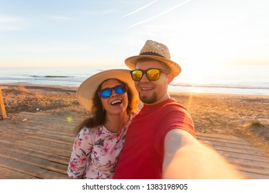 Travel, summer and holiday concept - Lovely couple taking selfie on a beach