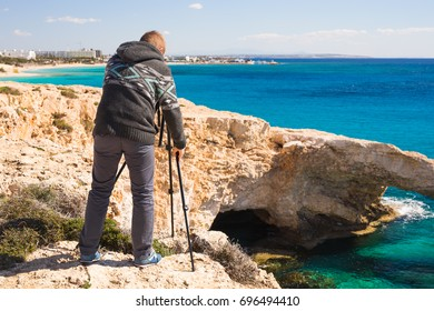 Travel, vacation, photographer and hitchhiker concept - traveler man photographed nature