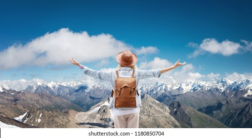Traveler at the mountains landscape Travel and active life concept. Adventure and travel in the mountains region. People with backpack as a traveler