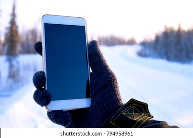 traveler the use of the phone in the winter forest