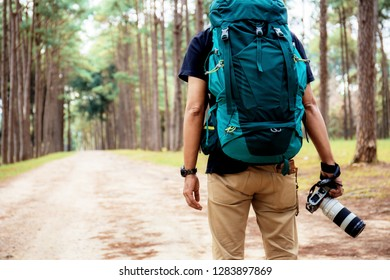 Travelers carrying backpacks and travel in the winter.
