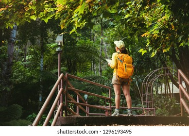 Traveling to study nature in the rainforest of young women.