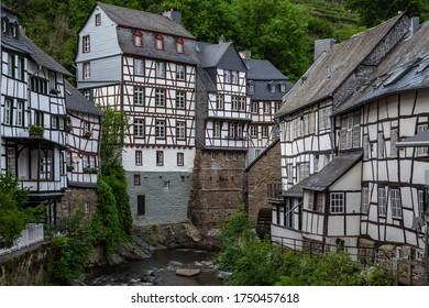 Heimreise in Deutschland Eifel Monschau