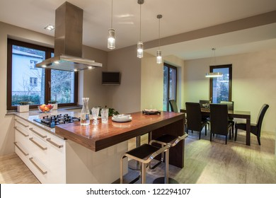 Travertine house - view on  kitchen and dining room