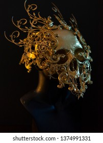 Treasure Gold, golden skull made with 3d printer and pieces by hand. Gothic piece of decoration for halloween or horror scenes