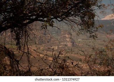 Tree branches that frame interesting rock formations of the great hill of the speaker in the state of Mexico