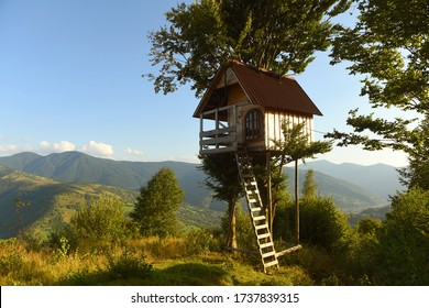 tree house in the mountains, a children's treehouse