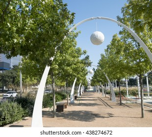 Tree lined meeting and eating area of an urban deck park in Dallas