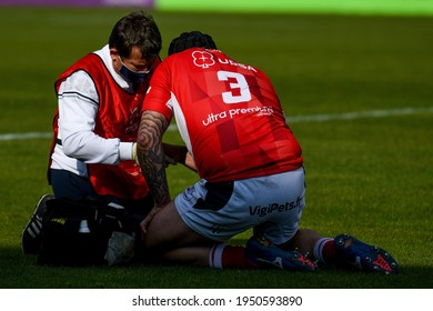 Treviso, Italy, April 03, 2021, Walter Desmaison (Agen) injury during Rugby Challenge Cup Benetton Treviso vs SUA LG Agen