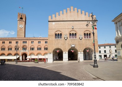 Treviso / view of the historical architecture of the old square