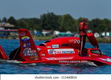 TRI-CITIES, WA - JULY 28: N. Mark Evans has technical problem with  U-57 Formulaboats hydroplane during the Lamb Weston Columbia Cup July 28, 2012 on the Columbia River in Tri-Cities, WA.