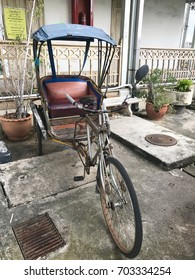 The tricycle (old tricycle) in Thailand .