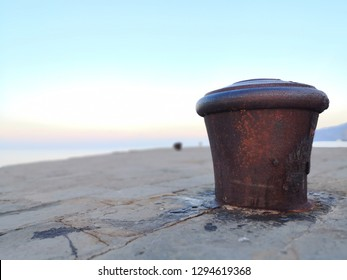 Trieste, Molo Audace: Iron bollard to tie the moorings of the ships
