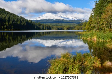 Trillium Lake view and Mount Hood at background covered with clouds. Oregon State USA Pacific Northwest.
