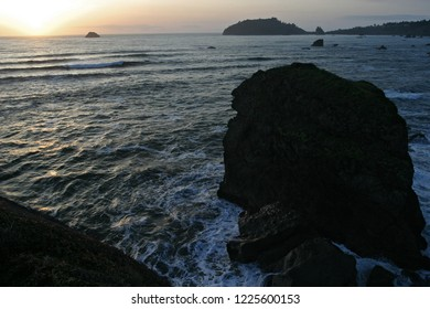 Trinidad Bay and Trinidad Head, Tepona Point, Luffenholtz Beach County Park, California, USA