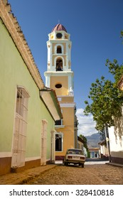 TRINIDAD, SANCTI SPIRITUS, CUBA - FEBRUARY 2015. Iglesia San Francisco Bell Tower-Museum of the Struggle against Bandits with Sierra Escambray mountains at the back on February 24,  2015 in Trinidad.