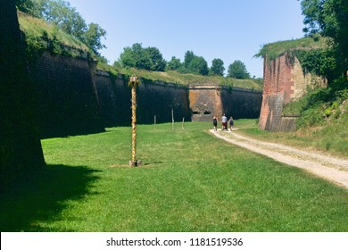 trip to the bottom of the dry moat of the Neuf-Brisach fortress