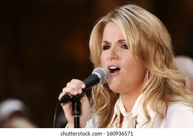 Trisha Yearwood on stage for NBC Today Show Concert Series with Trisha Yearwood, Rockefeller Center, New York, NY, September 02, 2005