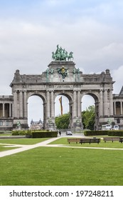 The Triumphal arch (Arc de Triomphe) in the Cinquantenaire park in Brussels, was planned for the National Exhibition of 1880 to commemorate the 50th anniversary of the independence of Belgium.