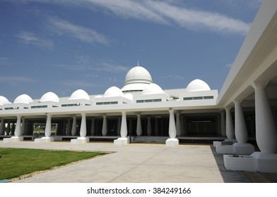 TRONOH, MALAYSIA  MAY 15, 2015: An-Nur Mosque or UTP Mosque at Tronoh, Perak on May 15, 2015. Completed in 2005. This floating mosque adopts an unconventional modern design.