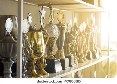 Trophäe-Preise für Champions-Führung im Turnier