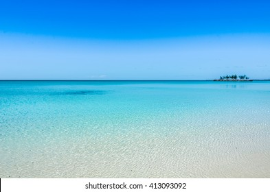 Tropical beach on Eleuthera on the Bahamas with turquoise water