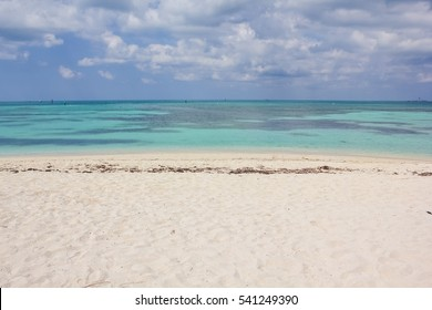 Tropical blue waters, coral reefs and white sand beach in Dry Tortugas National Park.The Dry Tortugas are a small group of islands, located in the Gulf of Mexico at the end of the Florida Keys.
