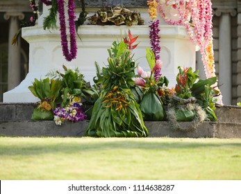 Tropical flowers and leafs gift bouquet Hawaiian king kamehameha tradition culture kingdom gifts