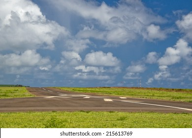 tropical island hawaii small airport