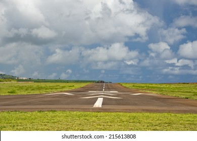 tropical island hawaii small airport