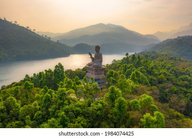 Truc Lam Bach Ma Monastery is located in the heart of Truoi Lake in Loc Hoa Commune, Phu Loc District, Thua Thien Hue Province. This place is a scenic spot of Thua Thien - Hue province.