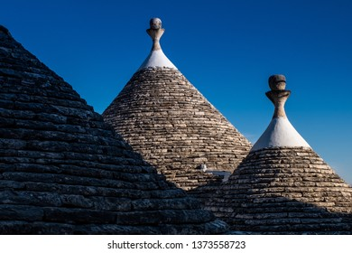 Trulli domes, traditional houses built with dry stone and conical roof, Alberobello, UNESCO World Heritage Site, Valle Itria, Bari district in Southern Italy, Puglia, Apulia, Italy, Europe