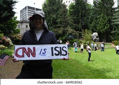 """Trump Supporter with  """"CNN"""" sign