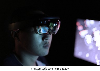 Trying Virtual Reality Glasses with Microsoft HoloLens in the lab