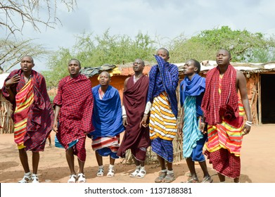 Tsavo, Kenya, Afrique-04/01 / 2017.Dance of villagers in a village of Maasai in Kenya
