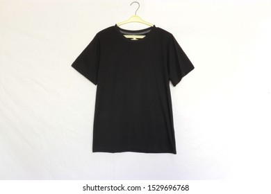 T-shirt with black shirt and white background