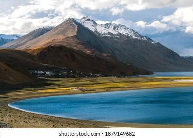 Tso Moriri (Lake Moriri or Mountain Lake), a lake at an altitude of 4,522 m (14,836 ft) in the Ladakhi part of the Changthang Plateau (Northern plains), Leh Ladakh, Jammu and Kashmir, India